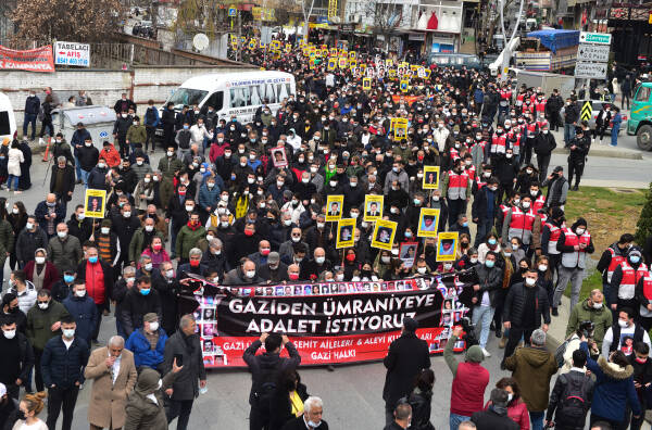 anf thousands remember victims of the gazi massacre in istanbul